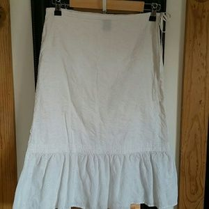 Gap eyelet skirt